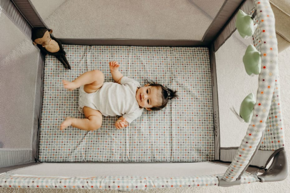 Top 6 Best Travel Cribs For Babies